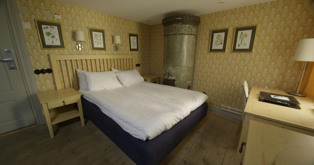 https://i.travelapi.com/hotels/1000000/600000/598300/598285/58c6d9ac_z.jpg