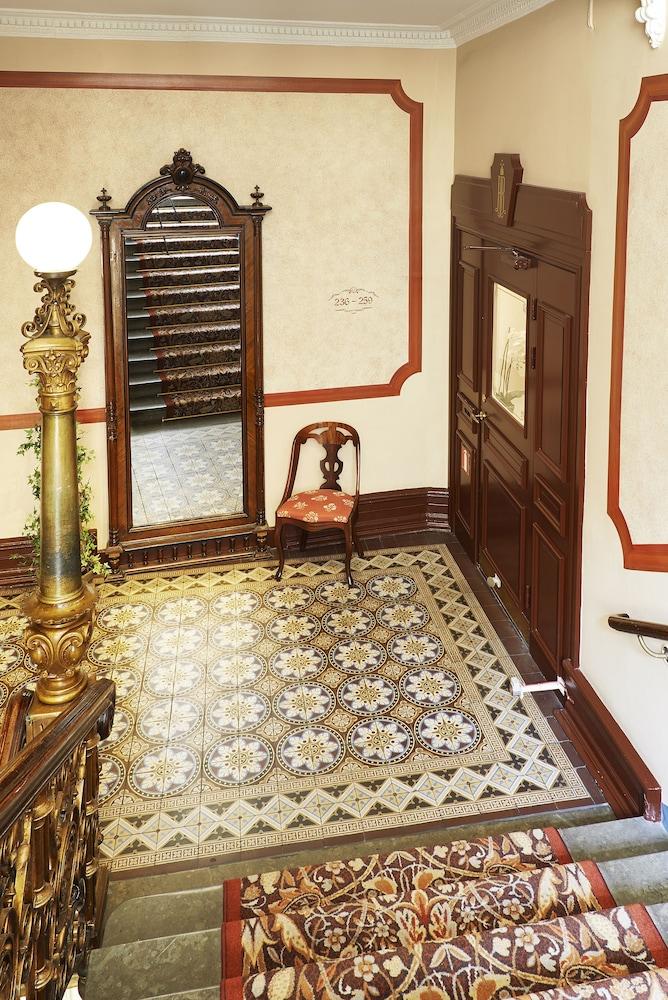 호텔 로얄(Hotel Royal) Hotel Image 49 - Staircase