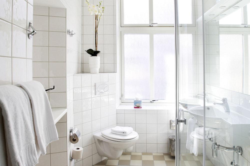 호텔 로얄(Hotel Royal) Hotel Image 30 - Bathroom