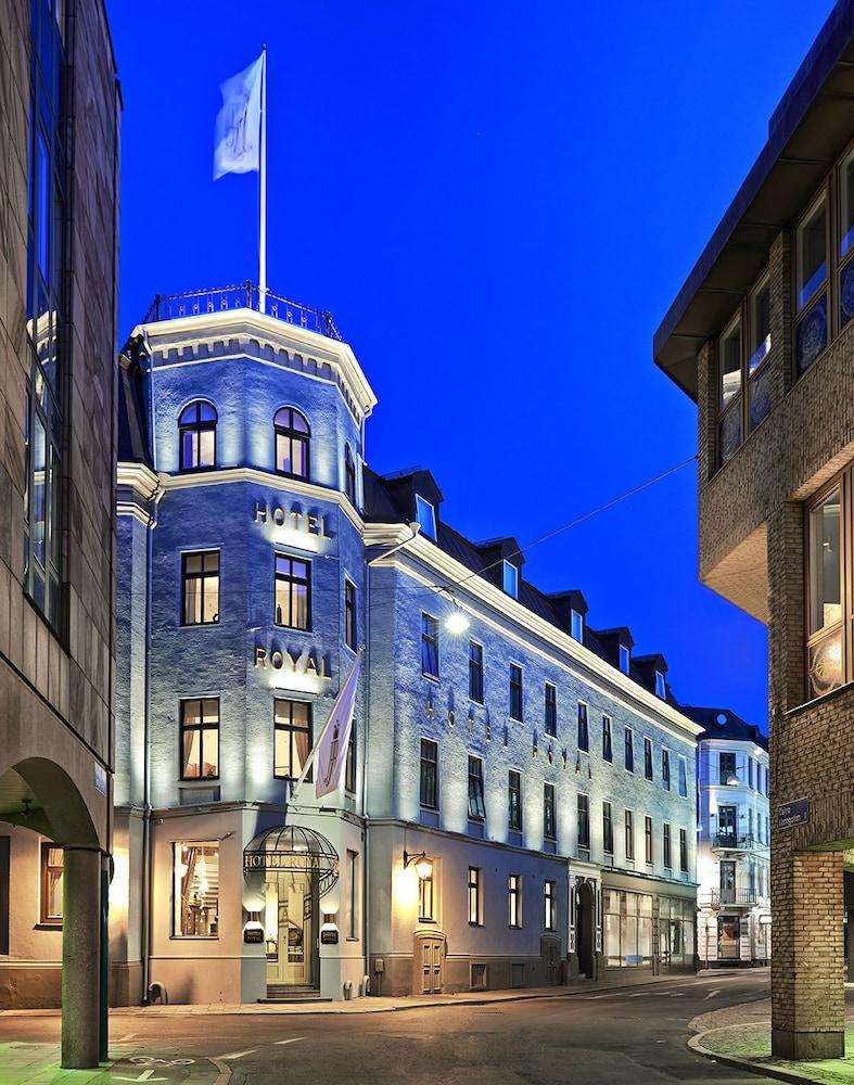호텔 로얄(Hotel Royal) Hotel Image 52 - Hotel Front - Evening/Night