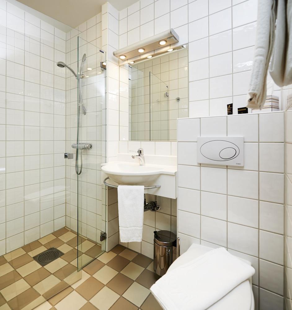 호텔 로얄(Hotel Royal) Hotel Image 33 - Bathroom