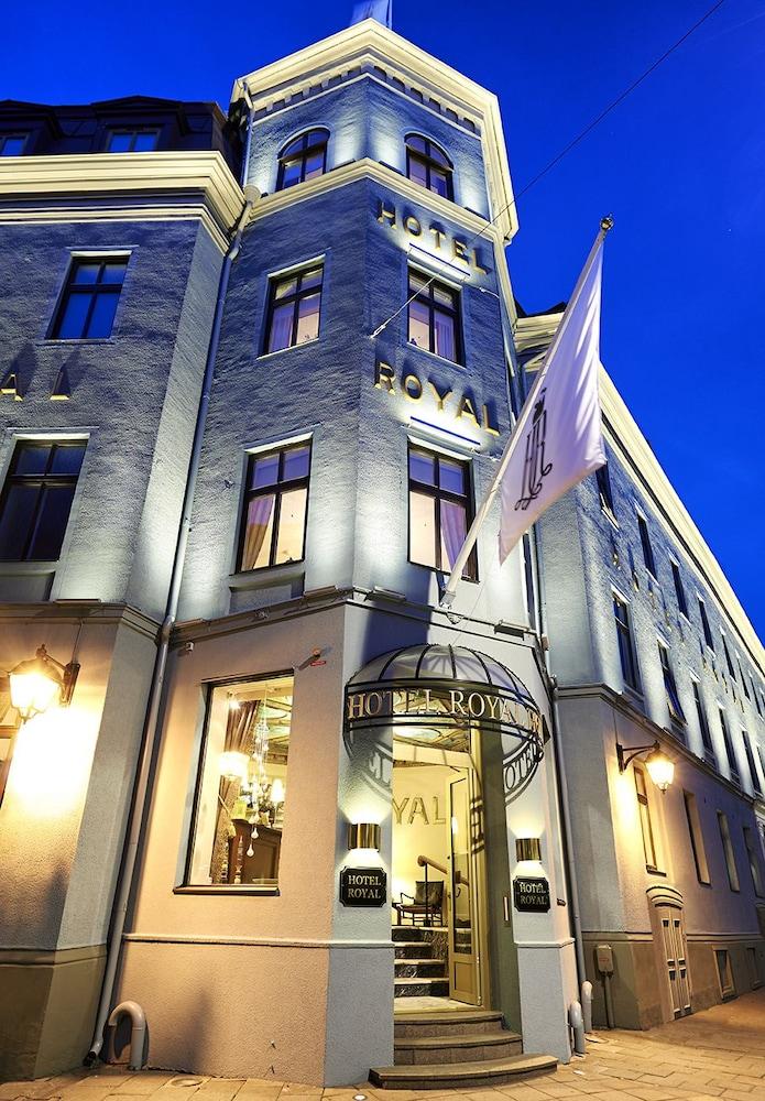 호텔 로얄(Hotel Royal) Hotel Image 53 - Hotel Front - Evening/Night