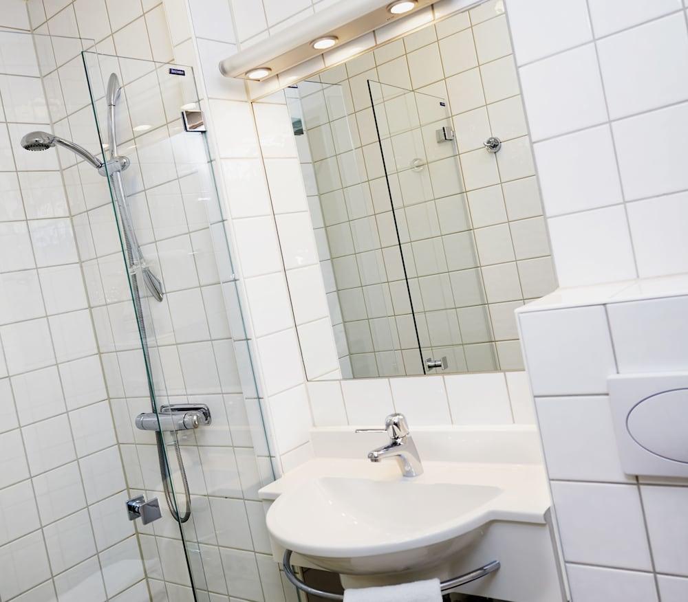 호텔 로얄(Hotel Royal) Hotel Image 32 - Bathroom