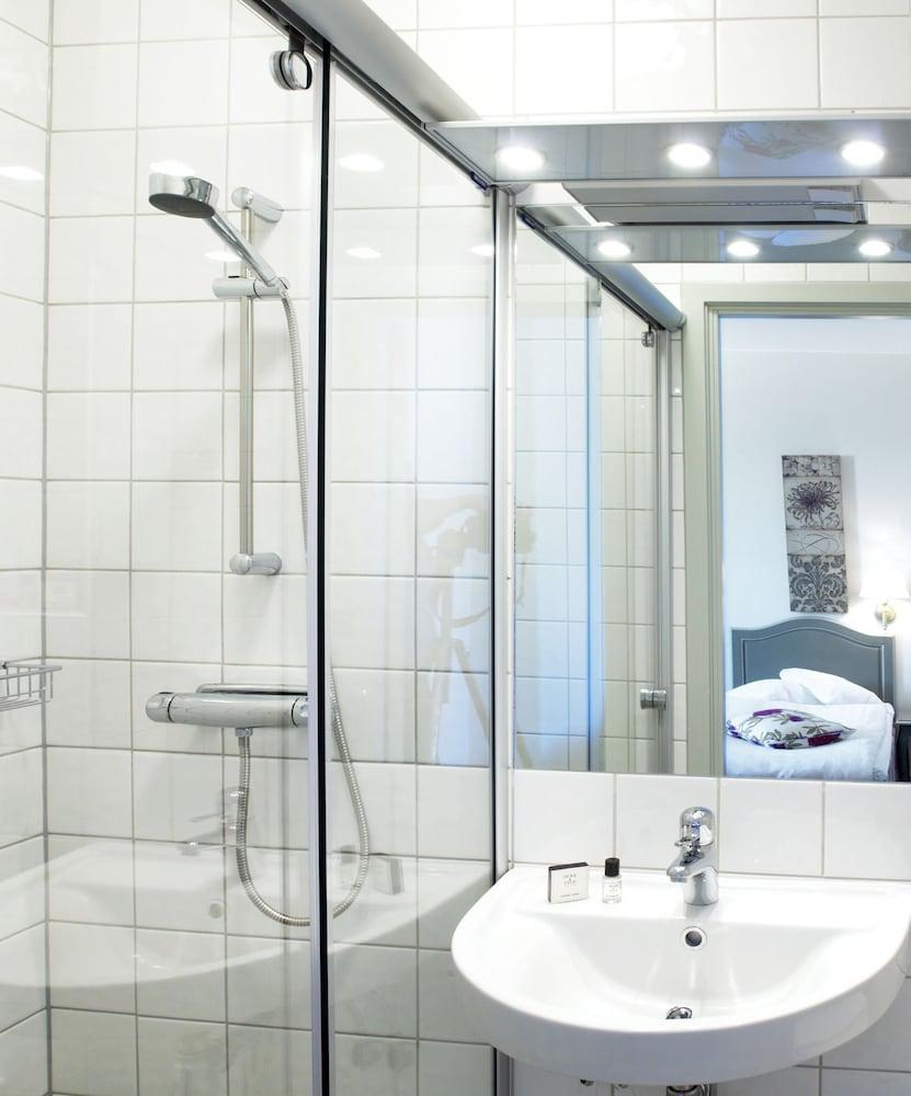 호텔 로얄(Hotel Royal) Hotel Image 58 - Bathroom