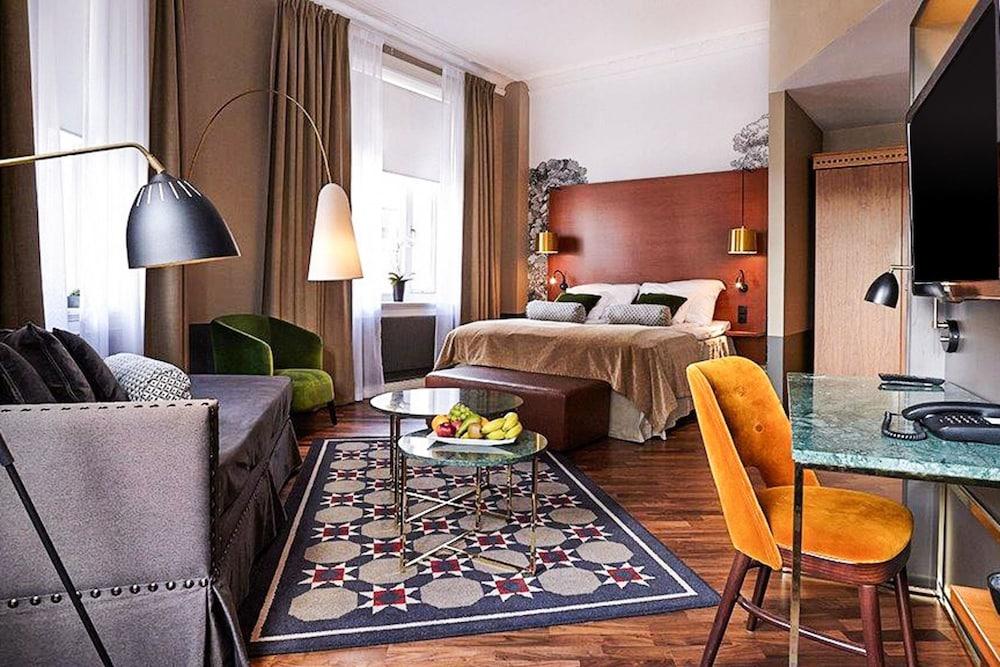 https://i.travelapi.com/hotels/1000000/600000/598600/598528/283c0af5_z.jpg