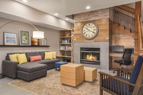. Country Inn & Suites by Radisson, Big Flats (Elmira), NY
