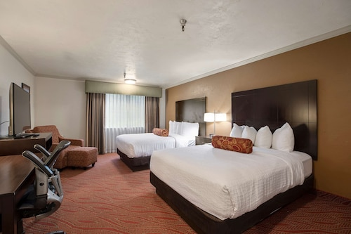 . Best Western Plus Parkway Inn