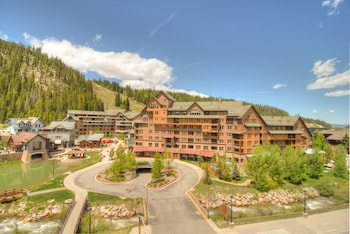 Hotel - Zephyr Mountain Lodge