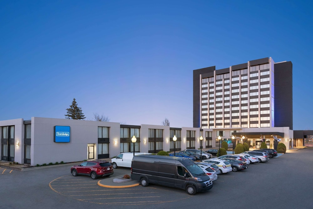 Travelodge by Wyndham Hotel & Convention Centre Quebec City