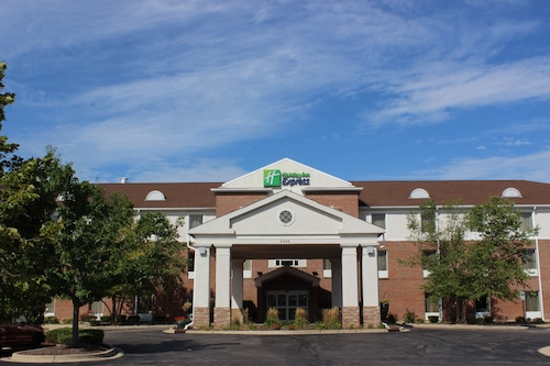 . Holiday Inn Express Hotel & Suites Chicago-Algonquin