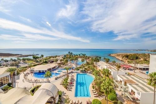 . Adams Beach Hotel & Spa