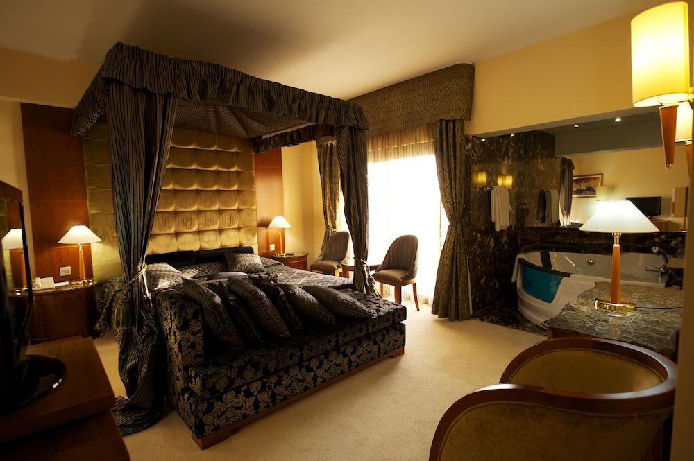 несколько секунд фото номеров в отеле на кипре же, наиболее популярной