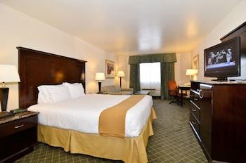 Guestroom at Holiday Inn Express Mira Mesa-San Diego in San Diego