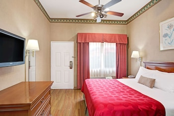 Room, 1 King Bed, Accessible, Non Smoking (Mobility/Hearing, tub w grab bars)