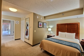 Suite, 1 Queen Bed with Sofa bed, Accessible, Non Smoking
