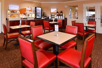 Hotel - Holiday Inn Express Suites Watsonville