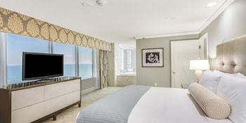 Suite, 1 King Bed, Non Smoking, Ocean View (Emperor)