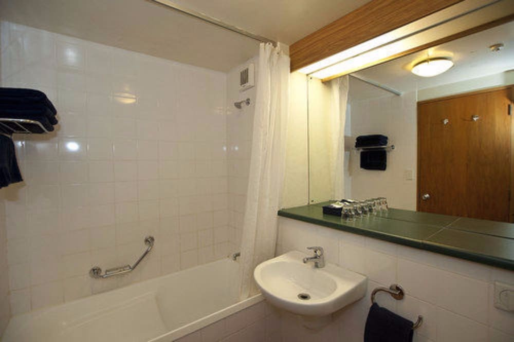 스위스 벨리조트 코로넷 피크(Swiss-Belresort Coronet Peak) Hotel Image 24 - Bathroom