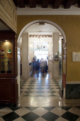 . NH Venezia Santa Lucia
