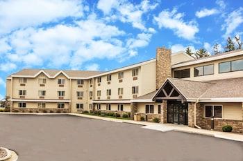 Hotel - AmericInn by Wyndham Sheboygan