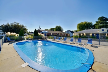Americas Best Value Inn & Suites Chincoteague Island - Pool  - #0