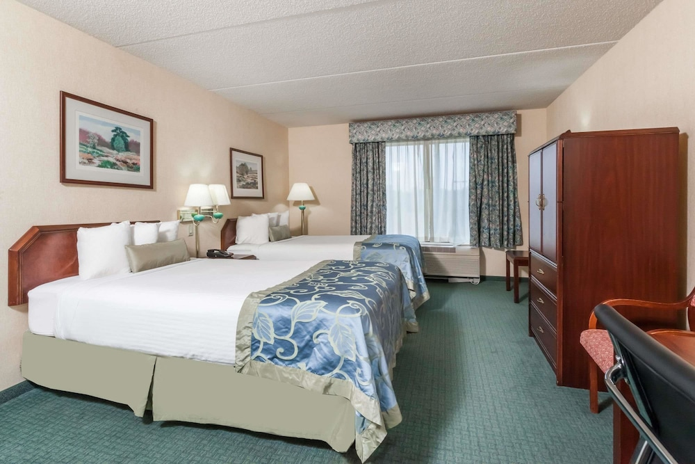 Suite : Executive Suite, 2 Double Beds, Refrigerator 2 of 39