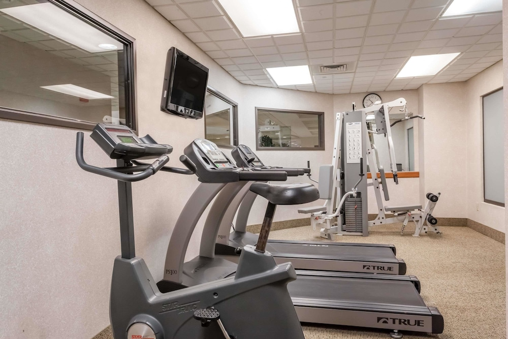 Health and Fitness : Fitness Facility 7 of 39