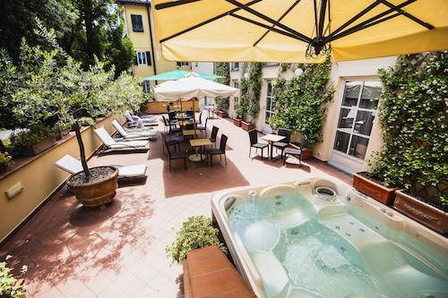 . Hotel Ilaria
