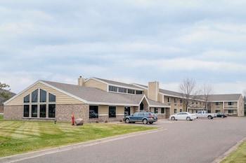 Days Inn and Suites Baxter Brainerd Area