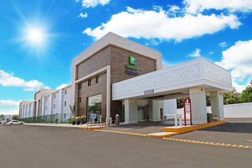 . Holiday Inn Express Piedras Negras