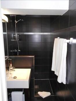 호텔 르망 오페라(Hôtel Léman Opéra) Hotel Image 16 - Bathroom