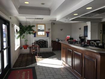 Hotel - Econo Lodge Inn & Suites Central