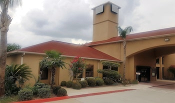 Red Roof Inn & Suites Houston - Humble/IAH Airport