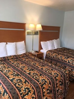 Deluxe Room, 2 Double Beds, Non Smoking (Includes one free parking)