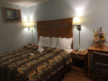 Standard Room, 1 King Bed (one free parking), Non-Smoking, Refrigerator & Microwave
