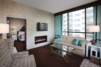 CHELSEA ONE BEDROOM SUITE 1 KING NON-SMOKING