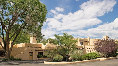 . Sagebrush Inn & Suites