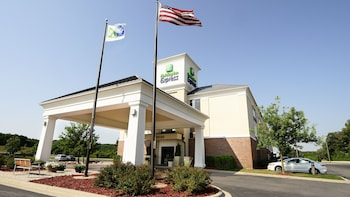 Hotel - Holiday Inn Express & Suites Delafield