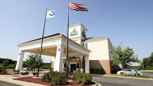 . Holiday Inn Express & Suites Delafield, an IHG Hotel