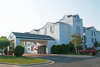 Charlevoix Inn & Suites