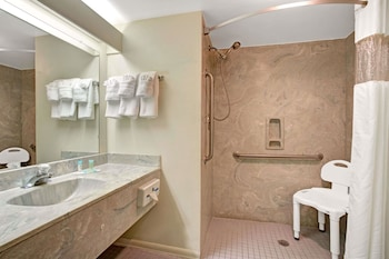 Guestroom at Howard Johnson by Wyndham Lake Front Park Kissimmee in Kissimmee
