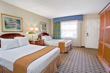 Room, 2 Queen Beds, Non Smoking, Pool View