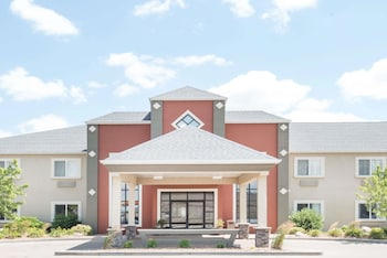 Hotel - Howard Johnson Hotel & Suites by Wyndham Oacoma