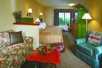 Double Queen Poolside Suite