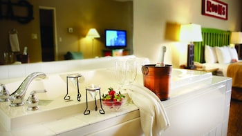 King Whirlpool Suite Accessible