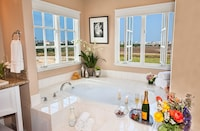 Suite (Grand View)
