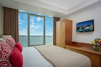 Hotel Deluxe Ocean Studio at Mantra Legends Hotel in Surfers Paradise