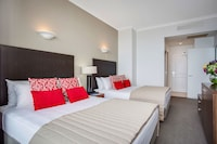 Hotel Deluxe Twin at Mantra Legends Hotel in Surfers Paradise