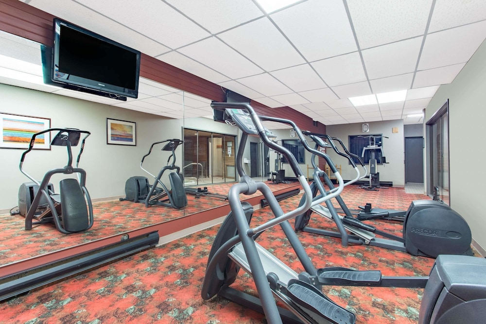 Health and Fitness : Fitness Facility 16 of 57