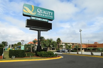 Exterior at Quality Inn & Suites Kissimmee by The Lake in Kissimmee